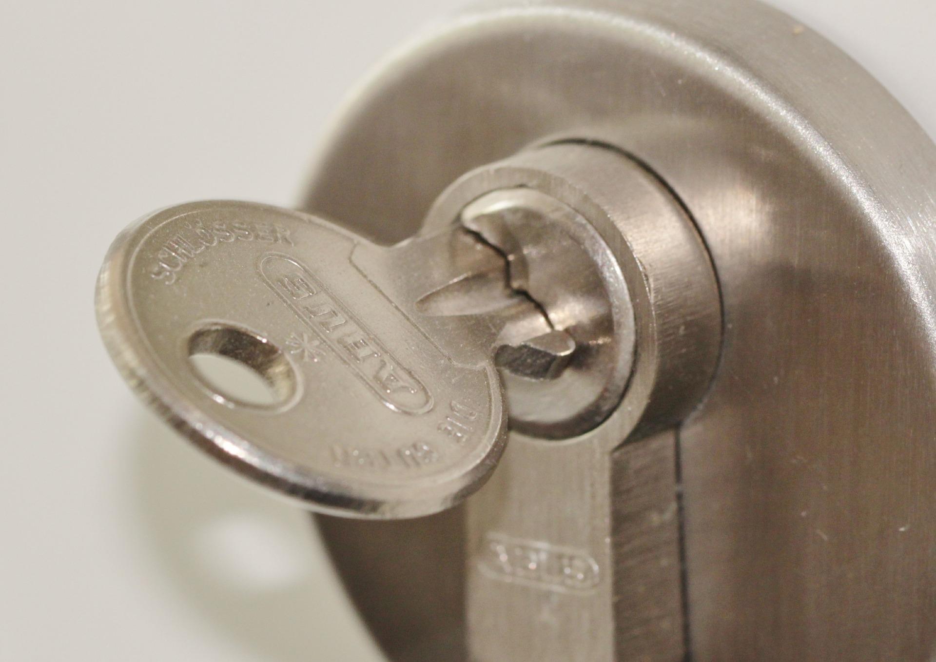 door-lock-407427_1920